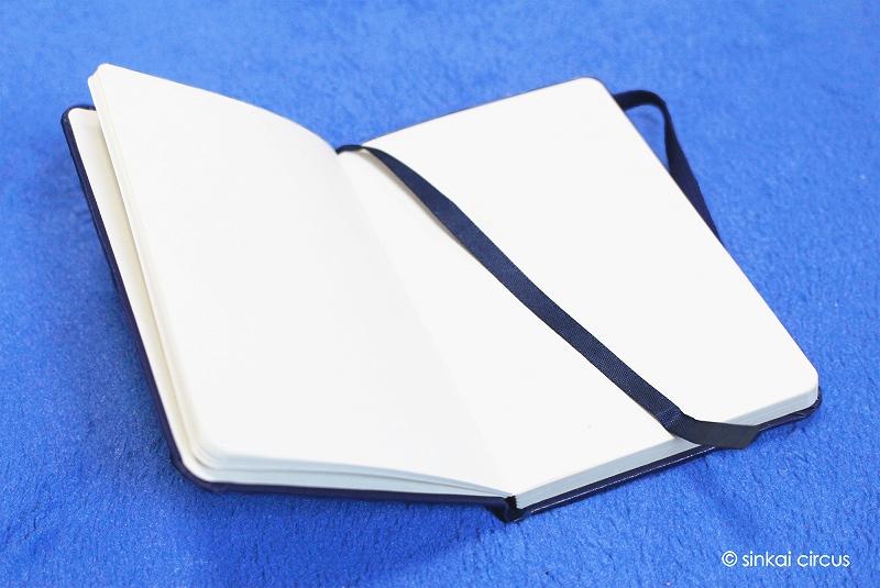 しおり付きで書き込むページがさくっと開けるポケットノート