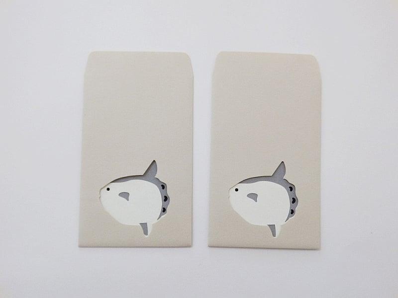切り絵でつくるぽち袋型メッセージカード 「マンボウ」/¥500